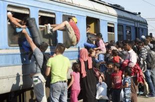 Возови на Ђевђелији пуни миграната са Блиског истока који надиру према Србији