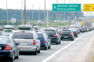 Док хиљаде миграната на југу улазе у Србију без икаквих папира дотле Срби на улаз из Мађарске чекају по пет сати?!