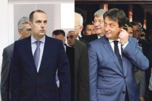 ИДИОТ ГОДИНЕ! Братислав Гашић поклонио министру Лончару за рођендан макету хеликоптера