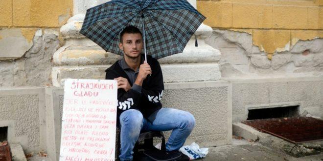 """""""Штрајкујем глађу јер због маминих и татиних синова не могу да добијем посао"""""""