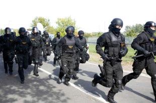 """Хаос на Хоргошу 2, Мађари грувају сузавацем и воденим топовима """"мирољубиве"""" избеглице (видео)"""
