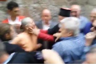 Распоп Мираш у Котору крвнички удара старицу (видео)
