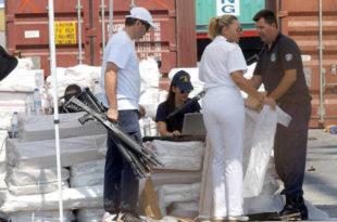 ХИТНО! Грчка полиција пронашла контејнер са оружјем за мигранте! (фото, видео)