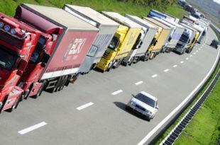Хрватска затворила Батровце за теретни саобраћај, колоне десет километара, Србија трпи мулимилионске штете