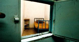 Шизофрени Вођа у очекивању да га одведу у затвор, њиме прети својим саборцима 4