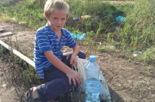 Дечаку који се хранио отпацима хране за избеглице СТИЖЕ ПОМОЋ