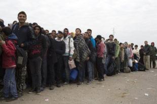 Холандски новинар као избеглица у хрватском конц-логору! Ово је затвор, нема хране, људи живе једни на дригима (видео) 14