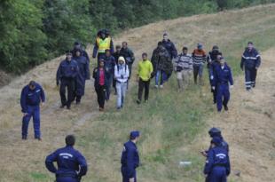 Мађарски министар Шијарто: Србија је безбедна земља, коме буде одбијен захтев за азил, мора из транзитне зоне назад у Србију