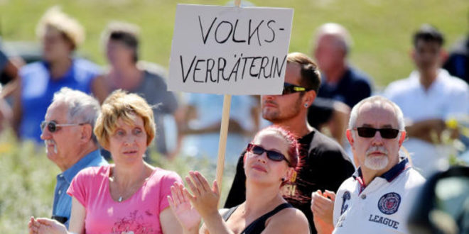 Меркелова је крива за хаос са мигрантима 1