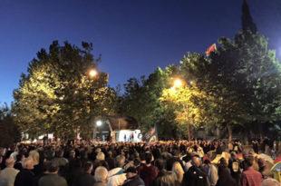 Подгорица: Више хиљада људи четврту ноћ протестује испред Скупштине Црне Горе, поручују - Нема разлаза док не падне Влада