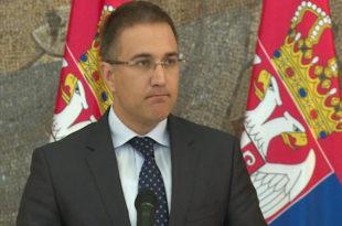Министре Стефановићу, за злоупотребу службеног положаја се иде у азтвор а ваш досије је сваким даном све већи и дебљи! 1