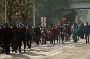 Општи хаос на граници Словеније и Аустрије – полиција и војска немоћне да зауставе навалу миграната