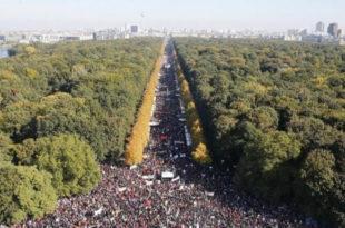 Берлин: Стотине хиљада људи протестује против трговинског споразума ЕУ и САД