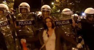 Хаос у Подгорици: Полиција уз помоћ сузавца и багера разбила демонстранте (видео) 5