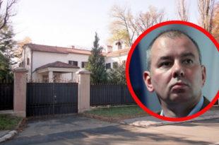 Вучићев кум Никола Петровић са супругом купио две виле од 4 милиона €