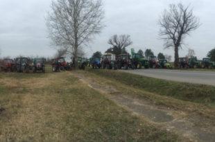Жандармерија блокирала трактористе 8