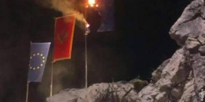 Црна Гора: Запаљена застава НАТО на улазу у Цетиње (видео)