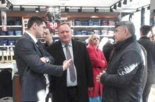 Урнебесно: Први напредњак Лесковца свечано отворио бутик турске робе!