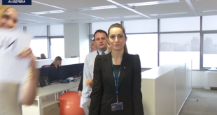 Зашто нова реклама Аир Србије изгледа као истурено одељење специјалне школе? (видео) 3
