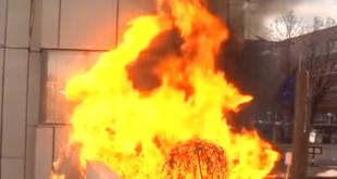 Хаос у Приштини: Каменице и сузавац на протесту, зграда Владе у пламену, окупљени скандирају УЧК (видео) 2