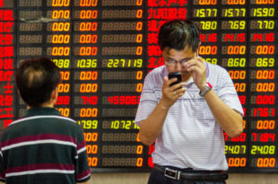 Привремено обустављен рад кинеских берзи због наглог пада вредности индекса 2