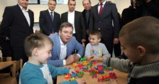 Опробани рецепт Александра Вучића: Преко болесне деце до циља