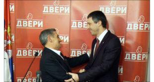 """Шеф одборничке групе СНС у Дољевцу прешао у Двери јер више неће да сарађује """"са људима из криминалног миљеа"""" 9"""