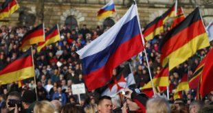 """Дрезден: Немци носе руске заставе и узвикују: """"Путина у Берлин — Меркелову у Сибир"""""""