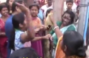 Погледајте како се бесна маса у Индији обрачунава са вештицом (видео)