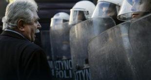Мештани грчког острва Кос, које је преплављено мигрантима, сукобили се са полицијом због изградње центра за регистрацију миграната 4