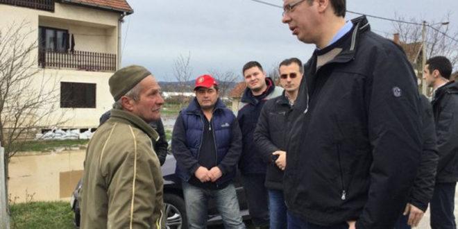 Човек без трунке стида и срама: Вучић рекао мештанима да су сами криви за поплављене куће