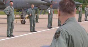 Обраћање генерала Малиновића пилотима 98. Јуришног пука пред борбено полетање против НАТО агресора 1999. године (видео) 7