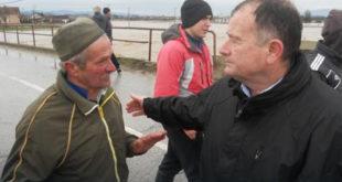 Огорчени Чачани НАСРНУЛИ на градоначелника, Илић: Киша нас је изненадила, ништа нисмо могли 3
