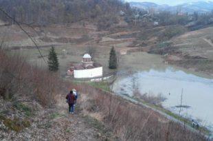 Ваљево: Манастир Грачаница полако али сигурно нестаје под водом (фото)