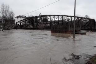 Излиле се реке, стали возови, у Чачку ванредно стање, почела евакуација најугроженијих (видео)