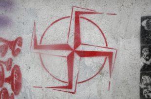 Српска поручила: Не у НАТО! Реакције - бурне
