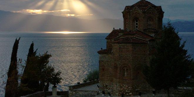 Свети владика Николај – Молитве на језеру (део други, видео) 1
