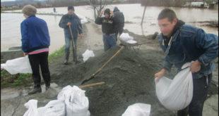 Народ бесан на власт јер ништа нису урадили да се спреме за поплаве! 7