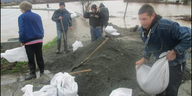 Народ бесан на власт јер ништа нису урадили да се спреме за поплаве! 1