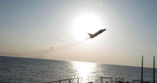 Погледајте како су руски бомбардери прелетели амерички ратни ратни брод у Балтику на само девет метара раздаљине (видео) 3