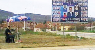 У борби против незапослености напредњаци измислили ново занимање: Чувар билборда у предизбирном периоду