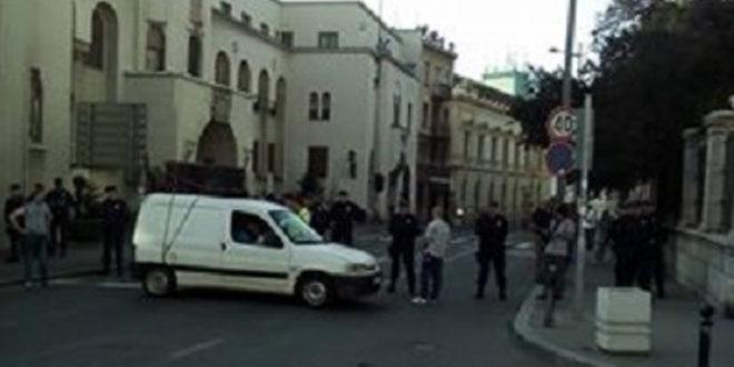 Полиција ухапсила вернике јер су одбили да се легитимишу приликом уласка у Саборну цркву?!