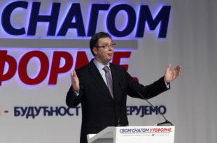 Александар Вучић на митингу СНС 10.3.2014. године: Гарантујем, нема смањења пензија (видео)