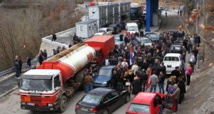 Срби на сат времена блокирали Јариње због личних карата 5