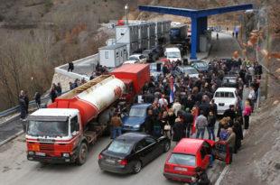 Срби на сат времена блокирали Јариње због личних карата
