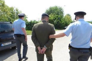 Погледајте како је чешки ветеран голом гузицом зауставио амерички војни конвој (видео) 5