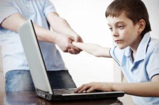 Деца млађа од пет година највише сат времена пред екраном