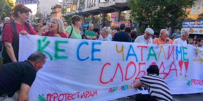 """Скопље: Учесници """"Шарене револуције"""" блокирали главне раскрснице у граду 1"""