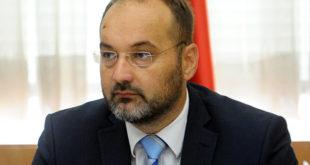 Ајде се ти Јанковићу кандидуј на изборима и престани више да СЕРЕНДАШ! 8