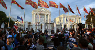 Шарени поново блокирали раскрснице у Скопљу 10
